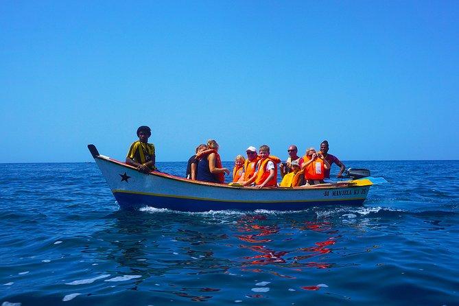 Île de Santiago: excursion en bateau vers la grotte, plongée en apnée et barbecue sur la plage